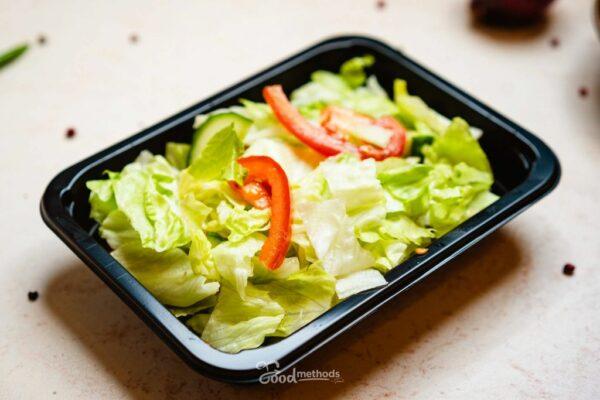 Vegyes saláta dobozban