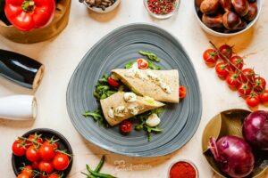 Zöldséges-Pármai Sonkás Wrap tányéron